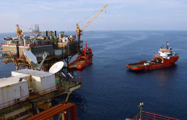 Tính toán của NFSC, tăng khai thác dầu thô thêm 1,5 triệu tấn sẽ đóng góp thêm 0,25 điểm % vào tăng trưởng.  Ảnh: Tường Lâm