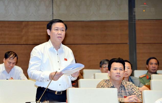 Phó Thủ tướng Vương Đình Huệ báo cáo bổ sung liên quan đến nguồn vốn đầu tư công. Ảnh: quochoi.vn