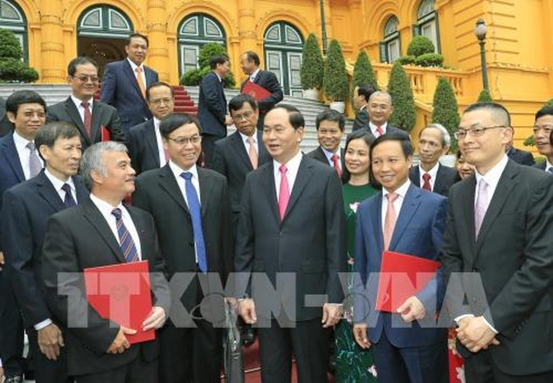 Chủ tịch nước Trần Đại Quang với các Đại sứ, Trưởng các Cơ quan đại diện Ngoại giao Việt Nam ở nước ngoài. Ảnh: TTXVN