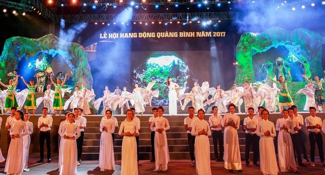 Chương trình nghệ thuật trong đêm khai mạc ngợi ca đất nước, vùng đất, con người Quảng Bình. Ảnh: VGP