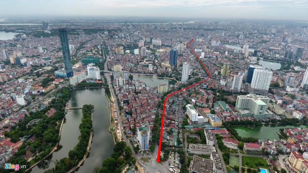 Đường mới từ Voi Phục đến Hoàng Cầu (nằm trong tuyến vành đai 1 thuộc 2 quận Đống Đa và Ba Đình, Hà Nội) dài hơn 2,2 km được đầu tư với tổng kinh phí gần 7.800 tỷ đồng. Con đường này chạy song song với đường Đê La Thành (đường đỏ). Đây là dự án mới được B