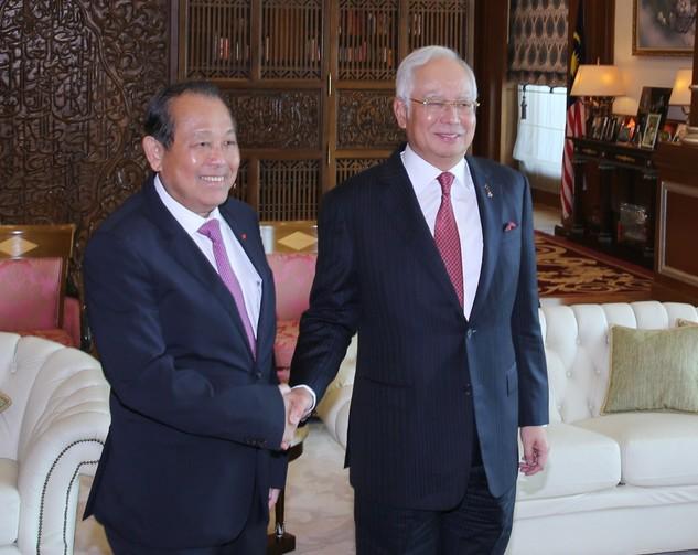 Phó Thủ tướng Thường trực Chính phủ Trương Hòa Bình và Thủ tướng Malaysia Najib Razak. Ảnh: VGP