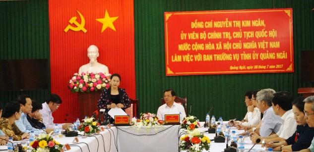 Chủ tịch Quốc hội Nguyễn Thị Kim Ngân làm việc với Ban Thường vụ Tỉnh ủy Quảng Ngãi. Ảnh: VGP