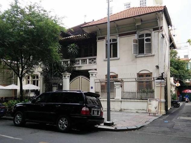 Hiện Chi cục THA dân sự quận 1 vẫn chưa thể giao căn nhà này cho người mua trúng đấu giá là bà Loan. Ảnh: KT