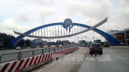 Trạm thu phí Đại Yên tại km97+050 trên Quốc lộ 18. Ảnh: TTXVN