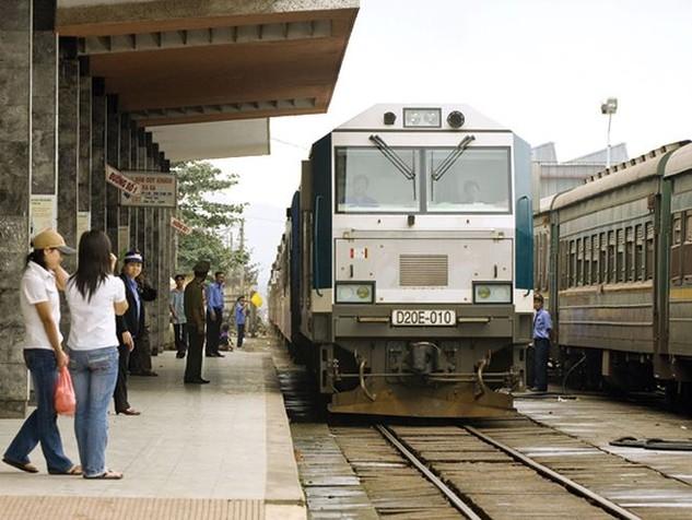 Tổng công ty Đường sắt Việt Nam hy vọng sẽ thoái toàn bộ vốn góp tại 15 công ty thành viên, công ty liên kết ngay trong năm 2018.