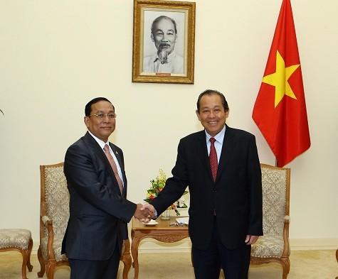 Phó Thủ tướng Trương Hòa Bình tiếp ông Ye Aung, Bộ trưởng Bộ Các vấn đề biên giới Myanmar - Ảnh: VGP