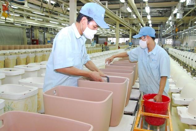 Các nước lân cận đã xây dựng xong và áp dụng hàng rào kỹ thuật khắt khe đối với hàng xuất khẩu của Việt Nam. Ảnh: LTT
