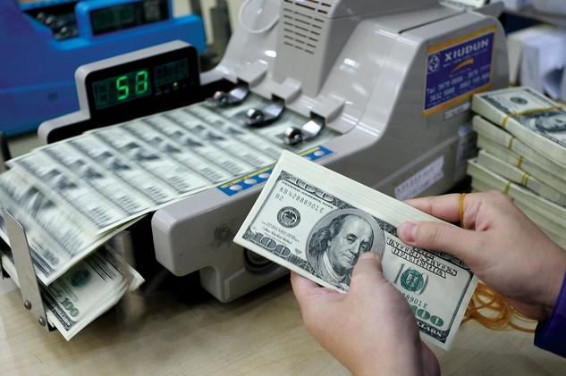 Với việc FED tăng lãi suất, sức ép lên tỷ giá được dự báo sẽ còn tiếp tục gia tăng. Ảnh: Tất Tiên