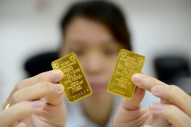 Vàng SJC bên trái là hai chữ (có dấu tròn) và bên phải là một chữ - Ảnh: Quang Định