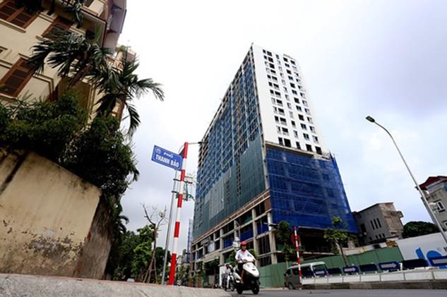Thanh tra TP Hà Nội đã kiến nghị xử lý nhiều tập thể, cá nhân liên quan đến sai phạm trật tự xây dựng tại 8B Lê Trực. Ảnh: Nhật Quang.