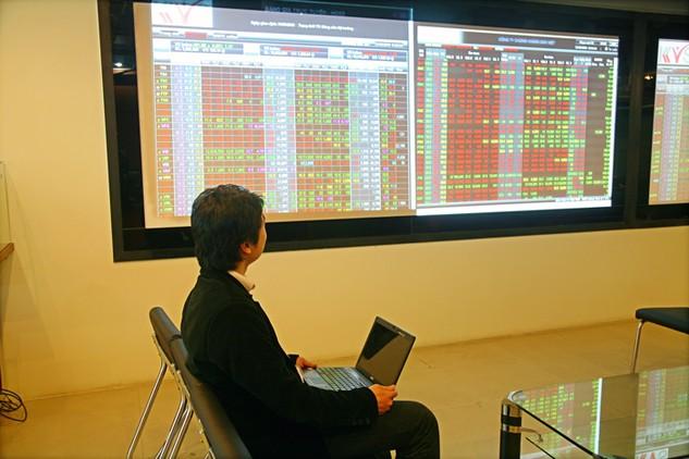 """Mua cổ phiếu ăn cổ tức từng là lựa chọn hàng đầu của các nhà đầu tư """"ăn chắc mặc bền"""". Ảnh: LTT"""