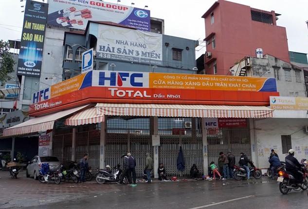 Nguyễn Mạnh Hà (trưởng ca bán hàng tại cây xăng 436 Trần Khát Trân) thừa nhận, gắn chíp vào 3 cột bơm xăng để gian lận xăng dầu.