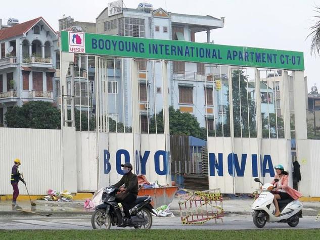 Lô đất ký hiệu CT-07 có tiến độ xây dựng khẩn trương nhất trong số 6 lô đất xây dựng Khu chung cư quốc tế Booyoung Vina. Ảnh: Quang Hà