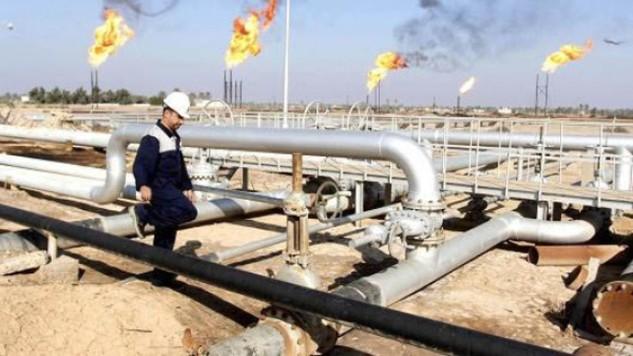 Mỏ dầu Nahr Bin Umar ở Iraq. Ảnh: REUTERS