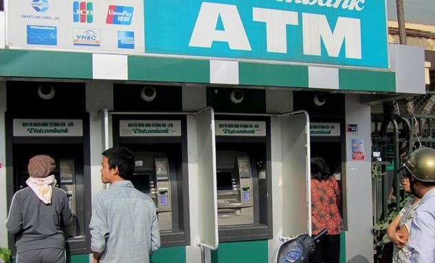 Ngân hàng Nhà nước chỉ đạo bảo đảm đủ tiền mặt cho máy ATM trong dịp Tết. Ảnh: Lê Tiên