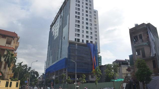 Tòa nhà 8B Lê Trực xây sai phép ngay ở vùng lõi Hà Nội - Ảnh: Lê Quân