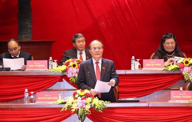 Đồng chí Nguyễn Sinh Hùng, Ủy viên Bộ Chính trị, Chủ tịch Quốc hội thay mặt Đoàn Chủ tịch điều hành phiên họp. Ảnh: TTXVN