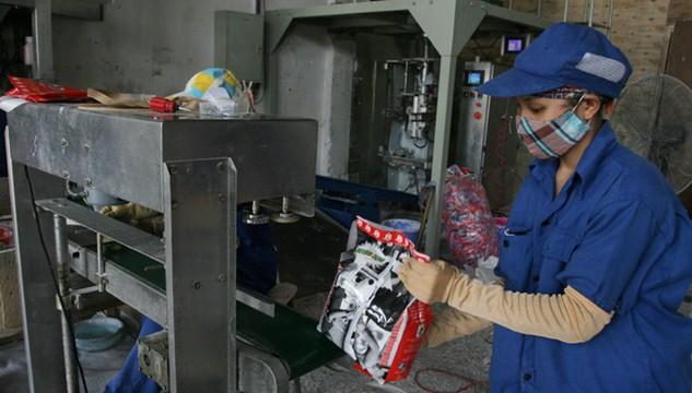 Nghiên cứu gần đây của VCCI cho thấy, nhiều DN Việt đang dùng các thiết bị máy móc lạc hậu từ 2 - 3 thế hệ so với các nước xung quanh. Ảnh: Như Ý