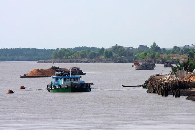 Đến năm 2020, lượng hàng hóa tổng hợp thông qua các cảng trên sông Hậu dự báo sẽ đạt từ 21 - 22 triệu tấn/năm. Ảnh: Lê Tiên
