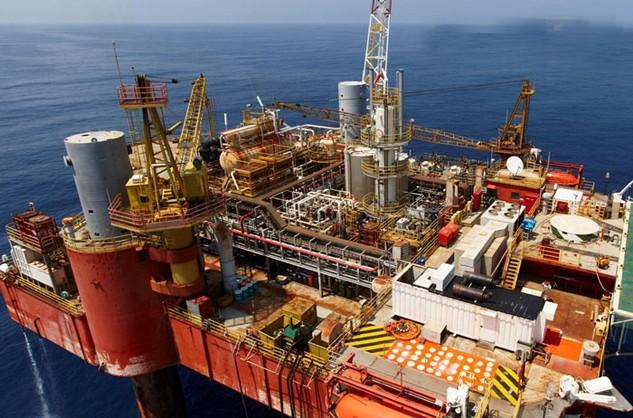 Năm 2016 được dự báo sẽ tiếp tục là năm đầy biến động của giá dầu. Ảnh: Tất Tiên