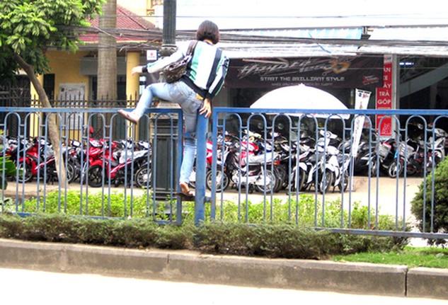 Từ 1/2, xử phạt người đi bộ vi phạm giao thông