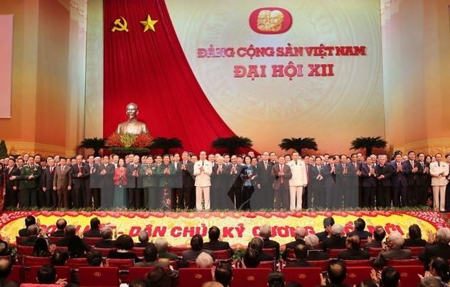 Ban Chấp hành Trung ương khóa XII ra mắt Đại hội XII của Đảng. (Nguồn: TTXVN)