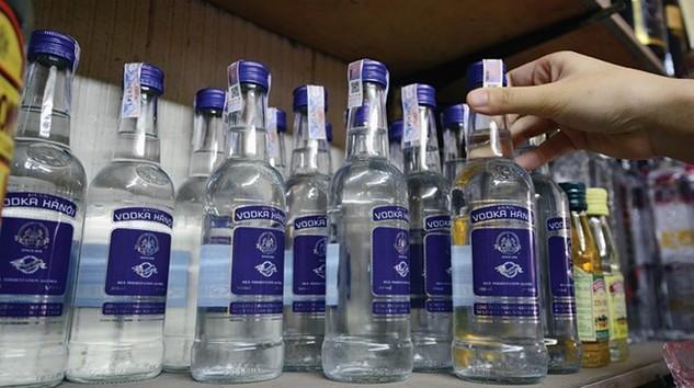Lợi dụng chính sách ưu đãi xuất khẩu, các đối tượng đã xuất khẩu khống rượu Vodka Hà Nội để bán trong nước hưởng lợi