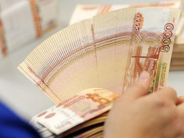 Đồng ruble mất giá ảnh hưởng nặng nề đến tăng trưởng kinh tế của Nga. (Nguồn: RT.com)