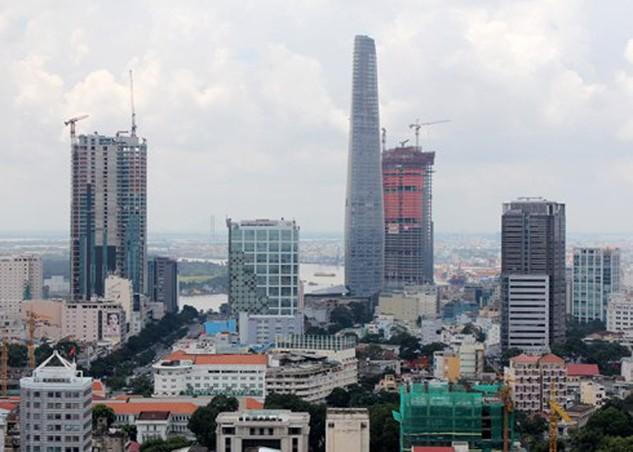 Theo khảo sát đầu năm 2016, mặt bằng khu vực trung tâm đắt gấp đôi khu Nam TP HCM. Ảnh: Vũ Lê