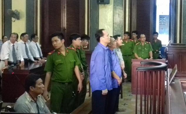 Các bị cáo tại tòa - Ảnh: TUYẾT MAI