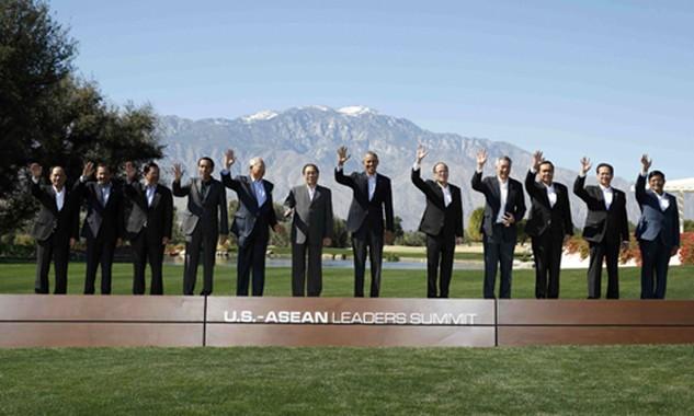 Tổng thống Mỹ và lãnh đạo các nước ASEAN tham gia hội nghị. Ảnh: Reuters.