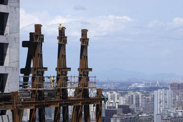 Trung Quốc muốn tăng chi cho cơ sở hạ tầng để kích thích kinh tế. Ảnh:Reuters