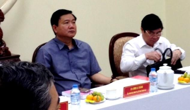 Bí thư Thành ủy TP.HCM Đinh La Thăng và Chủ tịch UBND TP.HCM Nguyễn Thành Phong trong cuộc họp với lực lượng Công an TP.HCM.