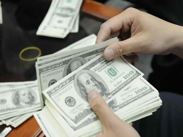 Giá USD tăng nhẹ, vàng giảm mạnh