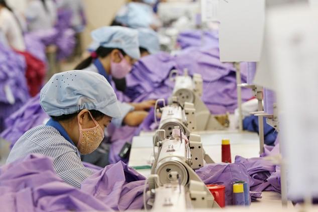 Xuất khẩu của nhiều ngành còn phụ thuộc vào nguồn nguyên liệu nhập khẩu. Ảnh: Tường Lâm
