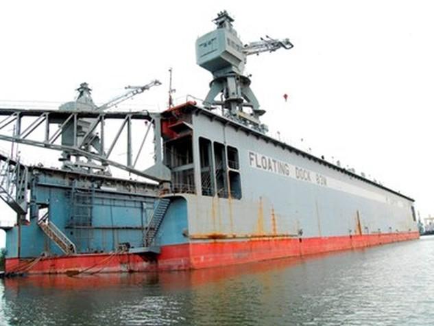 Ụ nổi 83M được neo đậu ở Cảng Gò Dầu từ nhiều năm qua. Ụ nổi 83Mm như một đống sắt nằm trên sông.
