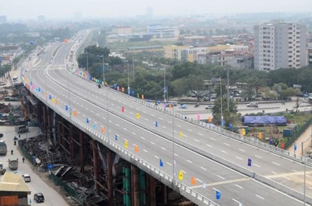 Cầu vượt nút giao thông trung tâm quận Long Biên