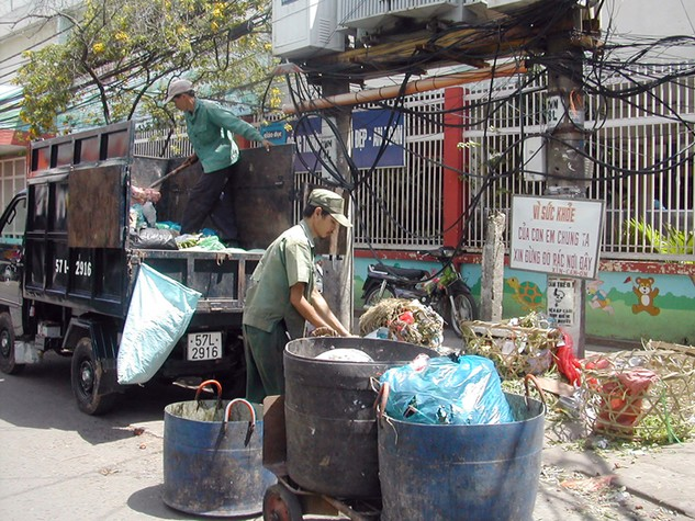 TP.HCM thí điểm đấu thầu thu gom, vận chuyển chất thải rắn sinh hoạt từ năm 2008. Ảnh: Huyền Trang