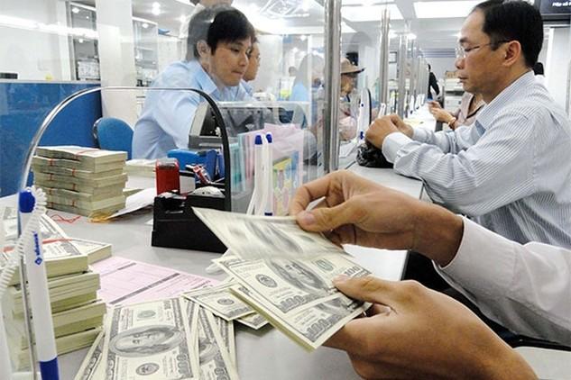 """Đua hút vốn USD: Ngân hàng """"đi đêm"""" lãi suất"""