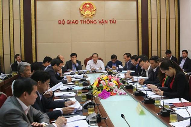 Thứ trưởng phụ trách Bộ GTVT Nguyễn Hồng Trường chỉ đạo tại buổi họp sáng 1/3