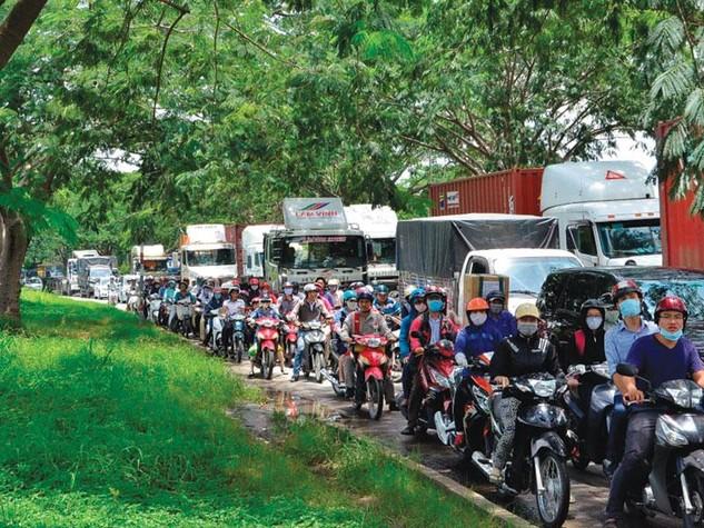 Hàng loạt dự án bất động sản được xây dựng đã khiến khu vực phía Nam TP.HCM trong tình trạng quá tải về giao thông