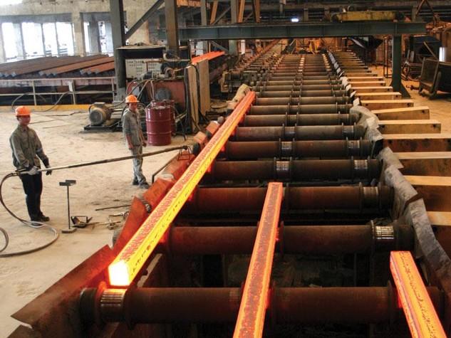 Doanh nghiệp sản xuất thép của Việt Nam tiếp tục gặp khó trước áp lực của hàng nhập khẩu. Ảnh: Lê Toàn