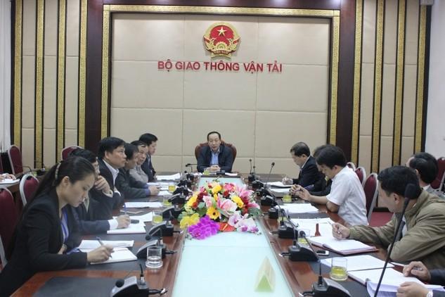 Thứ trưởng phụ trách Bộ GTVT Nguyễn Hồng Trường chủ trì cuộc họp