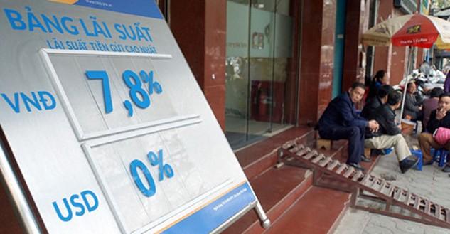 Treo bảng lãi suất 7,8%/năm nhưng với khoản tiền lớn ngân hàng vẫn chào lãi suất lên tới hơn 8%/năm - Ảnh: Ngọc Thắng