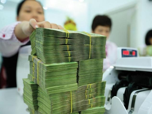 Số ngân hàng áp dụng lãi suất huy động trên 8%/năm không còn hiếm. Ảnh: Đức Thanh