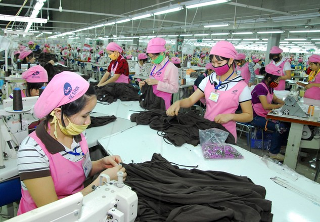 Hàn Quốc nhập khẩu từ Việt Nam các mặt hàng chủ yếu là may mặc và da giày, sản phẩm điện... Ảnh: LTT