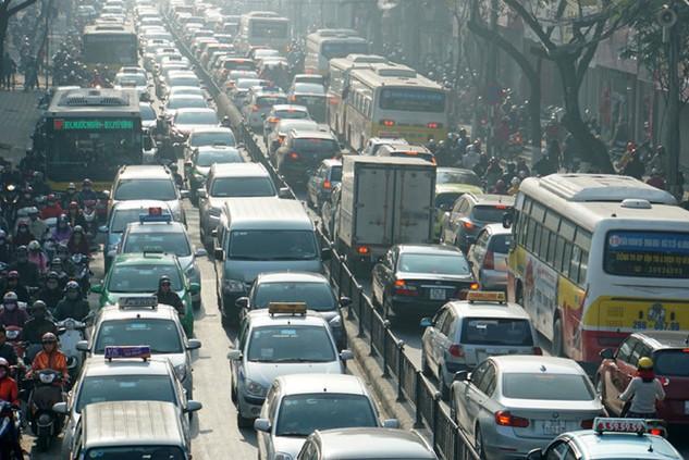 Hạn chế phương tiện cá nhân sẽ giúp giảm ô nhiễm môi trường - Ảnh: Ngọc Thắng