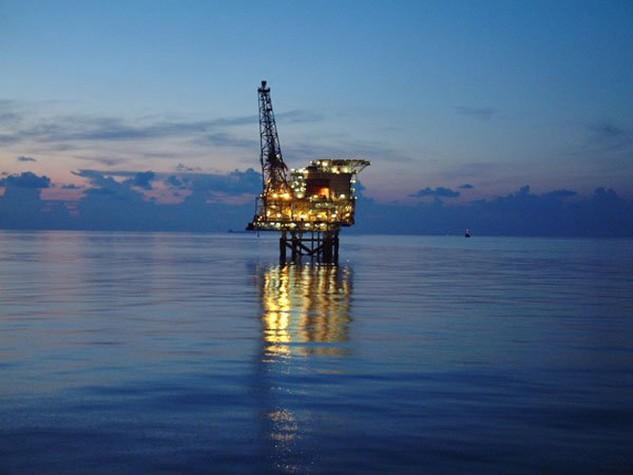 Chưa bao giờ người ta thấy ngành dầu khí đồng loạt gây sức ép với Chính phủ về việc giảm thuế, tăng cơ chế ưu đãi để cứu ngành này như những ngày qua. Ảnh: T.L