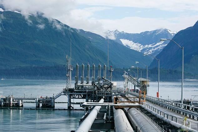 Giá dầu đã tăng hơn 40% từ giữa tháng 2. Ảnh: Reuters